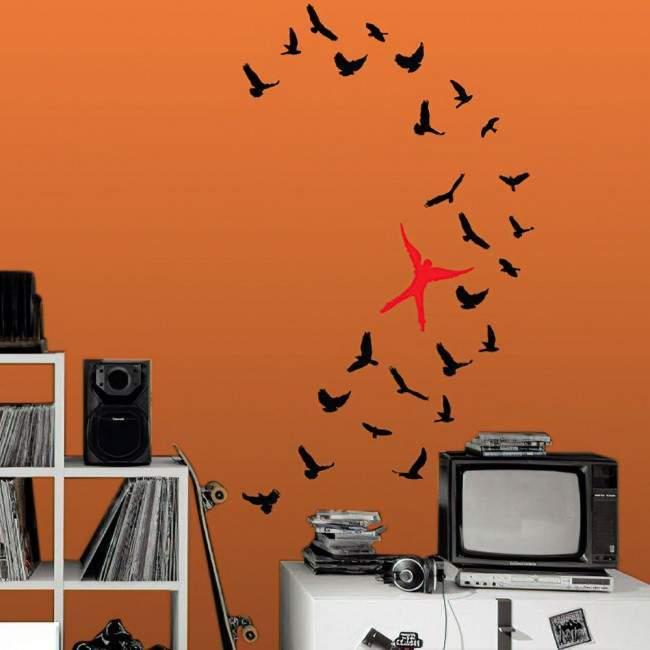 Αυτοκόλλητα τοίχου Άνθρωπος που πετά με τα πουλιά