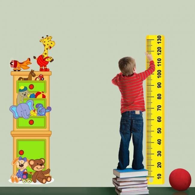 Αυτοκόλλητο τοίχου υψομετρητής, Ντουλάπια γεμάτα παιχνίδια, Happy cabinet με όνομα