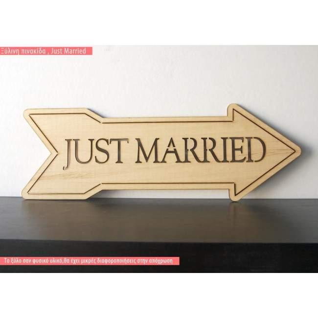 Πινακίδα ξύλινη βέλος JUST MARRIED