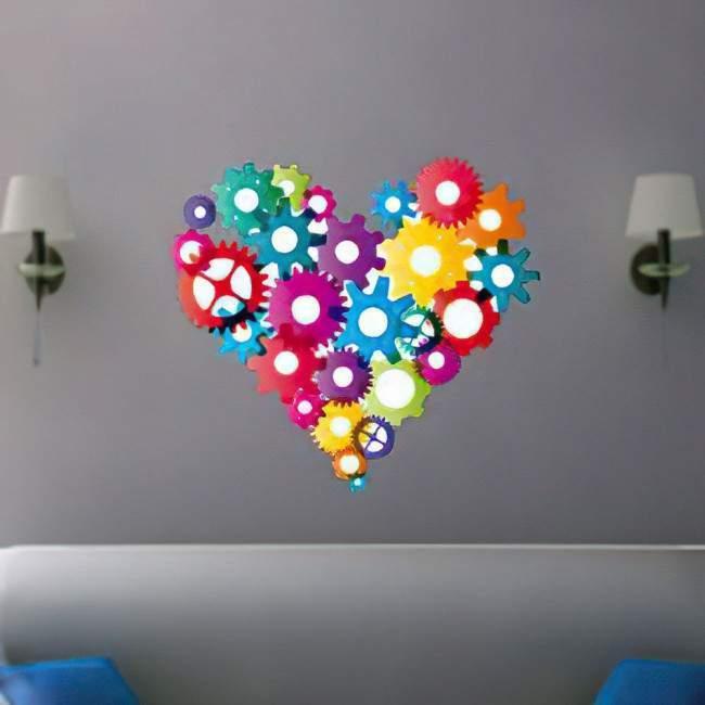 Αυτοκόλλητο τοίχου καρδιά από πολύχρωμα γρανάζια. Στα γρανάζια της καρδιάς