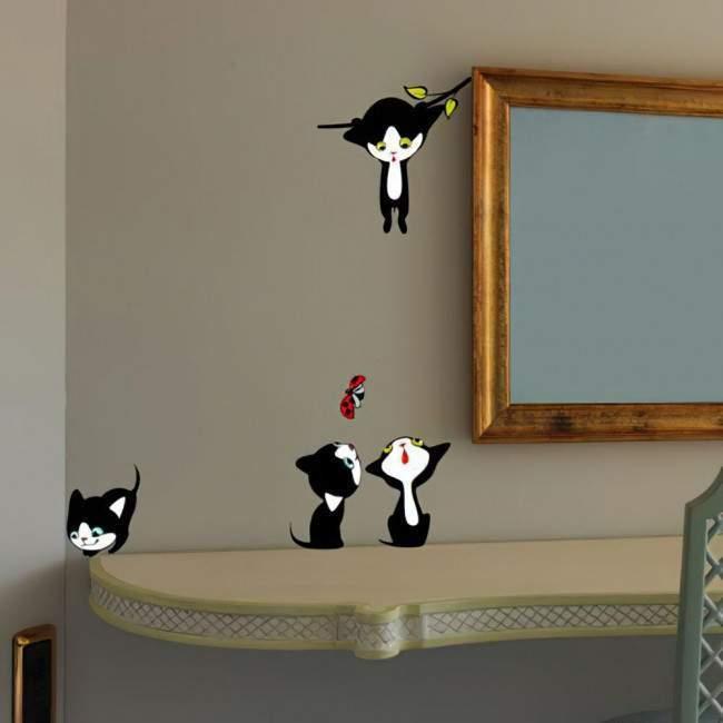 Αυτοκόλλητα τοίχου παιδικά Παιχνιδιάρικα γατάκια παντού!