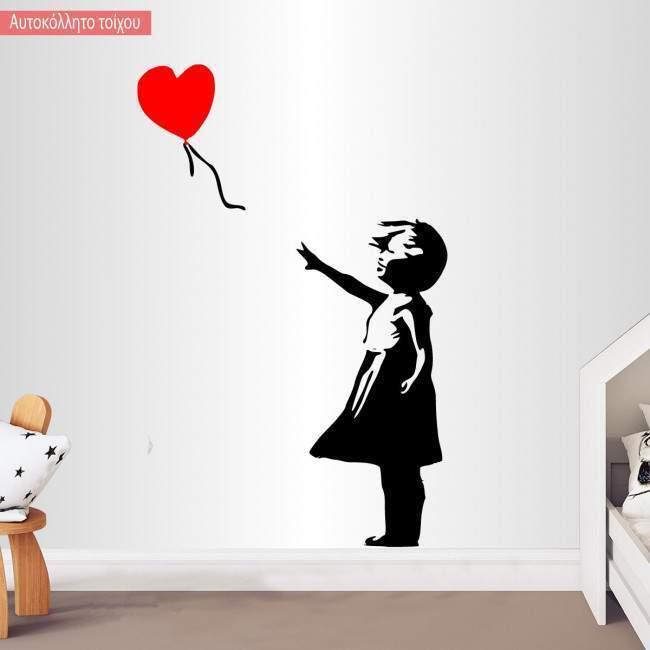Αυτοκόλλητα τοίχου Κοριτσάκι με καρδιά