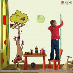 Αυτοκόλλητο τοίχου, υψομετρητής, δέντρο, πλουλάκι, και όνομα. Στο δάσος με φίλους