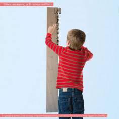 Ξύλινος υψομετρητής και το όνομα που θέλετε με ξύλινα γράμματα