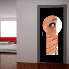 Αυτοκόλλητο πόρτας, Η κλειδαρότρυπα